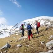 Sportieve groep in de bergen